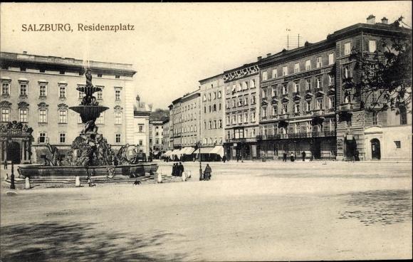 Ak Salzburg in Österreich, Residenzplatz, Brunnen, Hotel