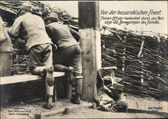 Riesen Ak Von der bessarabischen Front, Pionier Offizier beobachtet durch Periskop den Feind