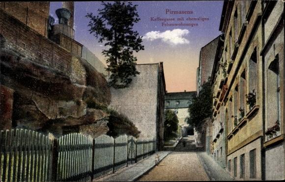 Ak Pirmasens am Pfälzerwald, Kaffeegasse mit ehemaligen Felsenwohnungen