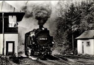Ak Kipsdorf Altenberg im Erzgebirge, Schmalspurbahn, Tender 99 1734 5, Bahnhof, Gleisseite