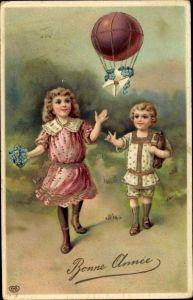 Präge Litho Glückwunsch Neujahr, Kinder mit Vergissmeinicht, Blumenbrief am Heißluftballon