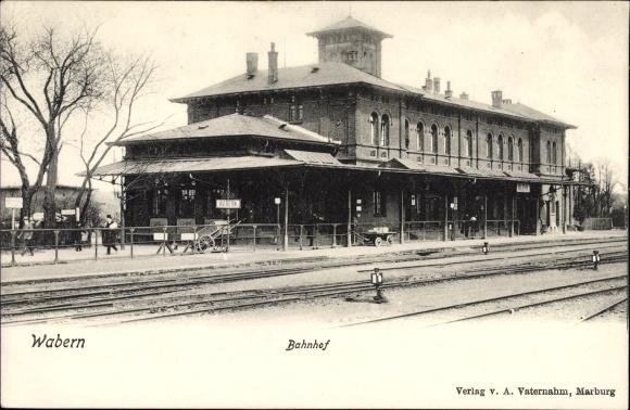 Ak Wabern in Hessen, Bahnhof von der Gleisseite, Bahnsteig