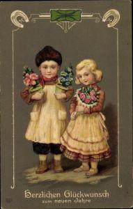 Präge Litho Glückwunsch Neujahr, Junge und Mädchen mit Blumen, Kleeblatt, Hufeisen, EAS
