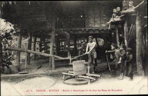 Ak Sontay Tonkin Vietnam, Moulin à décortiquer le riz chez les Mans du Mont Bavi