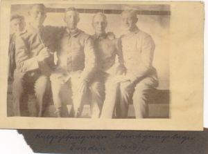 Foto Ak Kriegsgefangene im Durchgangslager Emden 1919