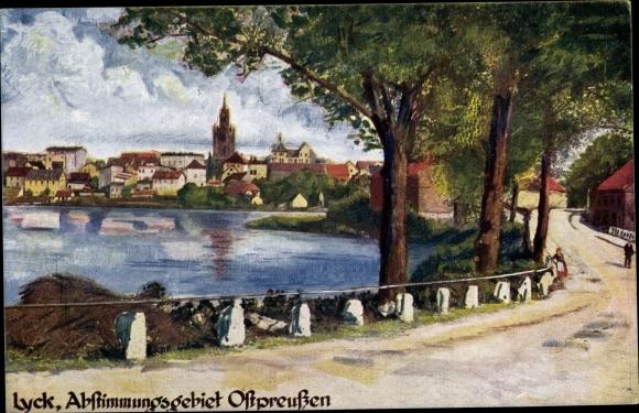 Künstler Ak Ełk Lyck Masuren Ostpreußen, Straßenpartie am Wasser, Teilansicht der Stadt, Kirche