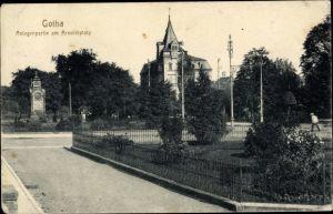 Ak Gotha im Thüringer Becken, Anlagenpartie am Arnoldiplatz, Villa