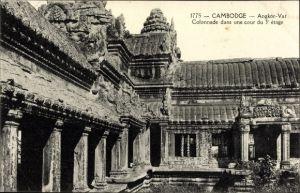 Ak Angkor Vat Kambodscha, Colonnade dans une cour du 3e etage