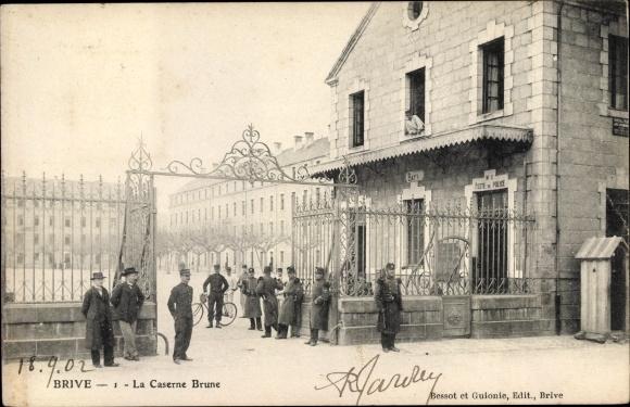 Ak Brive la Gaillarde Corrèze, La Caserne Brune