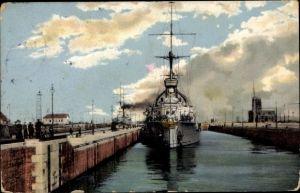 Ak Wilhelmshaven in Niedersachsen, Hafeneinfahrt mit einfahrenden Linienschiffen