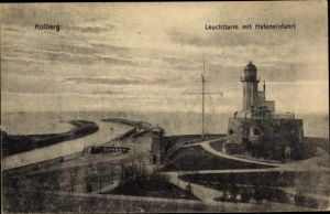 Ak Kołobrzeg Kolberg Pommern, Leuchtturm mit Hafeneinfahrt