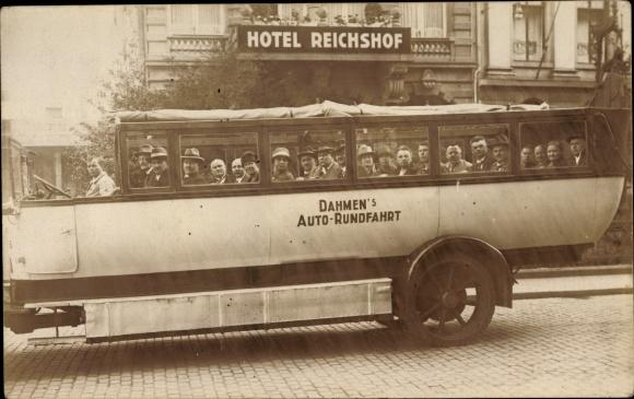 Foto Ak Bus der Dahmen's Auto Rundfahrt, Passagiere, Gruppenbild, Hotel Reichshof