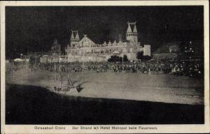 Ak Selenogradsk Cranz Ostpreußen, Der Strand mit Hotel Monopol beim Feuerwerk, Nachtbeleuchtung