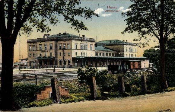 Ak Hanau im Main Kinzig Kreis Hessen, Blick auf den Ostbahnhof, Gleisseite, Güterwaggons