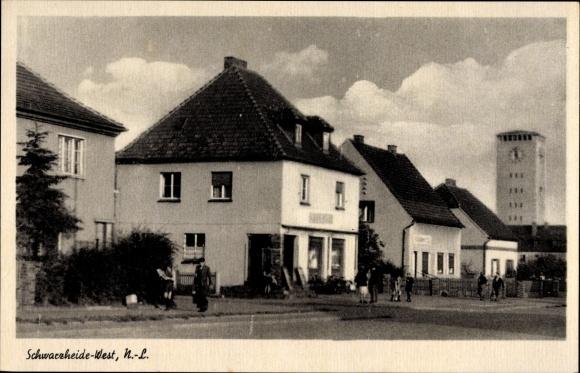 Ak Schwarzheide in der Niederlausitz, Straßenpartie in der Stadt, Wasserturm