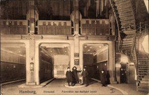 Ak Hamburg Mitte St. Pauli, Elbtunnel, Fahrstühle zur Auffahrt, Besucher