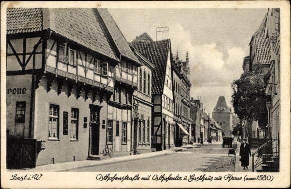 Ak Soest in Nordrhein Westfalen, Blick in die Osthofenstraße, Osthofentor, Gasthaus zur Krone