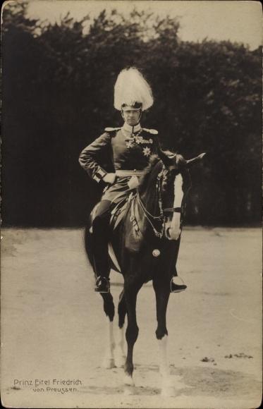 Ak Eitel Friedrich Prinz von Preussen, Portrait in Uniform auf einem Pferd