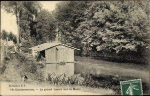 Ak Coulommiers Seine et Marne, Le grand Lavoir sur le Morin, rive, arbres