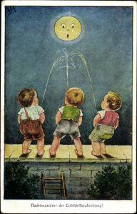 Mondschein Ak Nachtmanöver der Luftschifferabteilung, Jungen pinkeln den Mond an, Humor