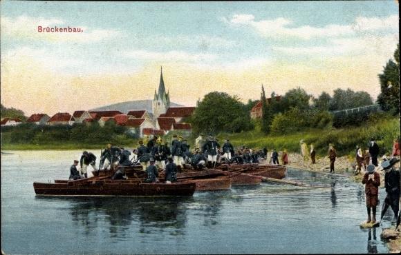 Ak Deutsche Soldaten beim Brückenbau, Pioniere, Schiffbrücke