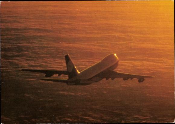 Ak Lufthansa Boeing 747, Passagierflugzeug, über den Wolken, Abendstimmung