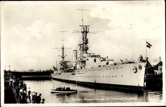 Ak Emden in Ostfriesland, Seeschleuse, Deutsches Kriegsschiff, Kreuzer Emden, Reichsmarine