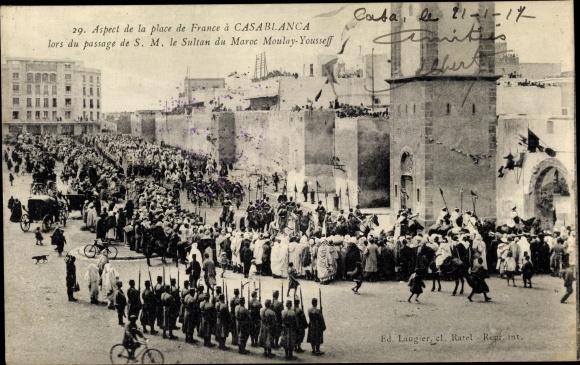 Ak Casablanca Marokko, Place  de France, massage de S.M. le Sultan du Maroc Moulay Yousseff