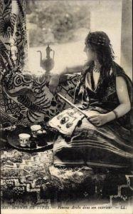 Ak Scenes et Types, Femme Arabe dans son interieur, Araberin, Portrait, Maghreb