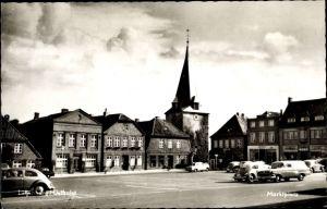 Ak Lütjenburg in Schleswig Holstein, Marktplatz, parkende Autos, Ev. Kirche