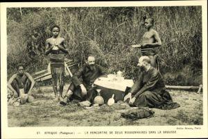Ak Madagaskar, La Rencontre de deux Missionaires dans la Brousse, indigenes, portrait
