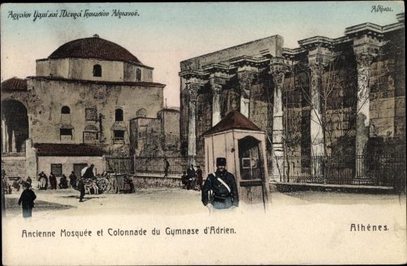 Ak Athen Griechenland, Ancienne Mosquee et Colonnade du Gymnase d'Adrien, soldat