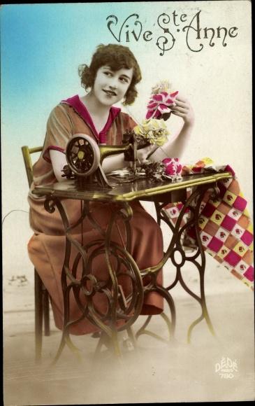 Ak Vive Sainte Anne, Frau mit Nähmaschine