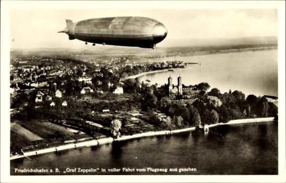 Ak Friedrichshafen am Bodensee, Luftschiff LZ 127 Graf Zeppelin, Fliegeraufnahme, Stadtpanorama
