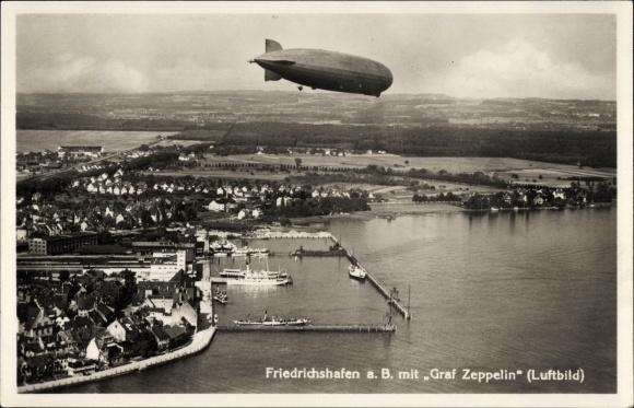 Ak Friedrichshafen am Bodensee, Fliegeraufnahme mit Luftschiff LZ 127 Graf Zeppelin, Hafen