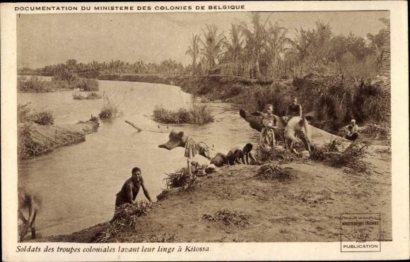 Ak Kilosa Morogoro Tansania, Soldats des troupes coloniales lavant leur linge a Kilossa