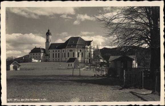 Foto Ak Wies Steiermark, Kirche, Wiese