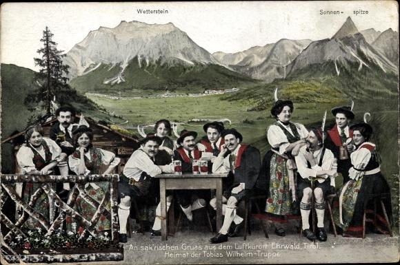 Ak Ehrwald in Tirol, Tobias Wilhelm Truppe, Sonnenspitze, Wetterstein, Volkstrachten