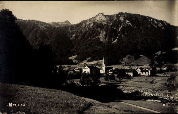 Foto Ak Mellau in Vorarlberg, Ort mit Umgebung, Berg, Kirche