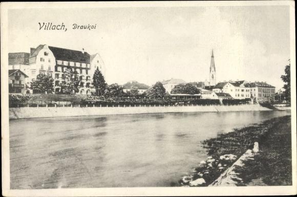 Ak Villach in Kärnten, Draukai, Kirchturm, Flusspartie, Häuser