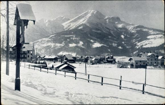 Ak Igls in Tirol, Blick auf den Ort von Osten aus, Wegkreuz, Berge, Schnee