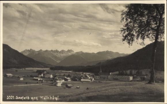 Foto Ak Seefeld in Tirol, Blick auf den Ort gegen Kahlkögl, Gebirge