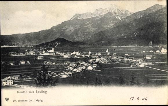 Ak Reutte in Tirol, Ort mit Säuling, Berge, Felder, Trenkler 21258