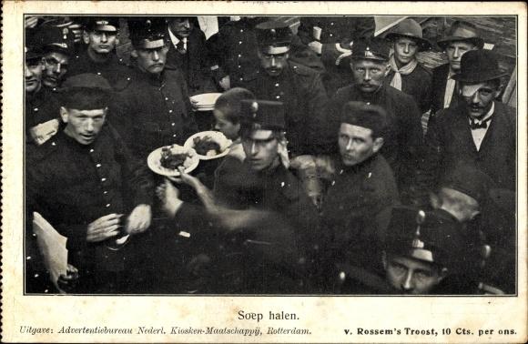Ak Soep halen, niederländische Soldaten beim Essen fassen