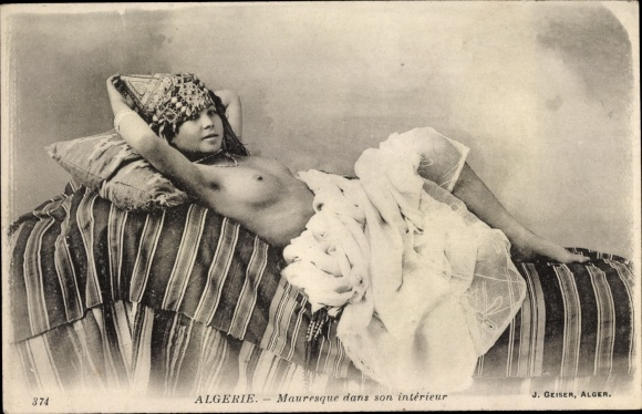 Ak Algerien, Mauresque dans son intérieur, Maurin, Barbusig