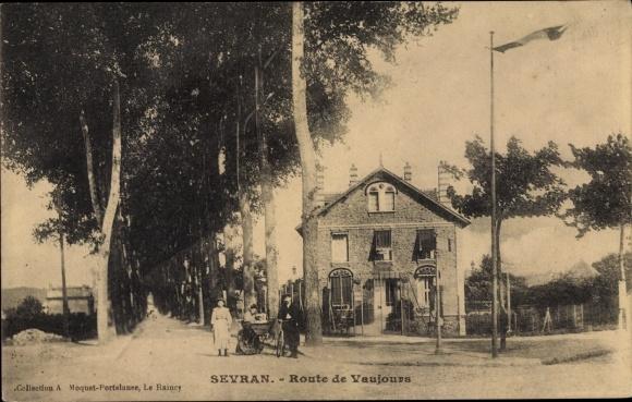 Ak Sevran Seine Saint Denis, Route de Vaujours, femmes, pousette, homme avec vélo