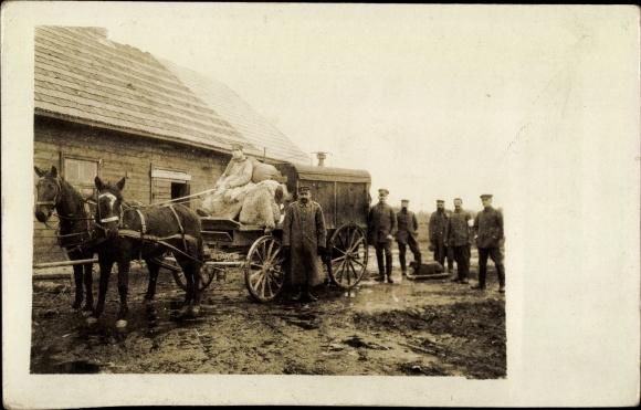 Foto Ak Soldaten mit Pferdefuhrwerk, I. WK