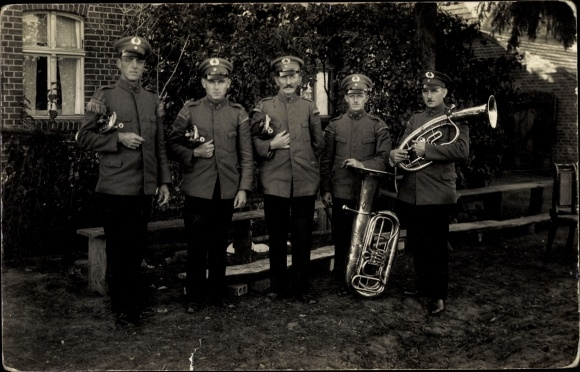 Foto Ak Soldaten mit Musikinstrumenten, Tuba, Uniformen