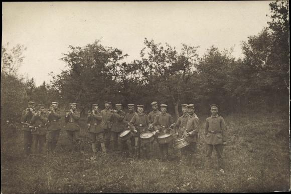Foto Ak Deutsche Soldaten in Uniformen, Gruppenportrait, Trommler