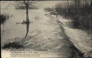 Ak Montjean Maine et Loire, Inondations de Décembre 1910, La Loire déborde, route du Solde Loire